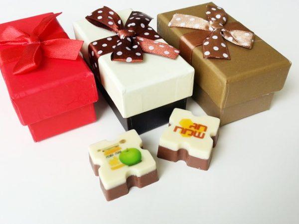 פרלינים ממותגים - שוקולדים מודפסים